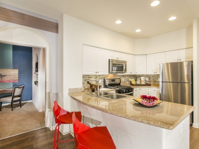 APARTMENT IN QUIET AREA, SPACIOUS WITH BIG KITCHEN SAN DIEGO For rent  Bakersfield Real estate Apartments