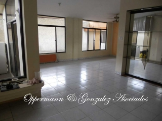 House suitable for hotel for sale in Manta