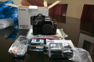 F/Sell New : Nikon D7000/ Nikon D800 / Nikon D4 / Canon 5D/Apple iPad 3 4G