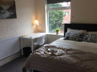 LARGE DOUBLE ROOM AVAILABLE IN SEVEN SISTERS.
