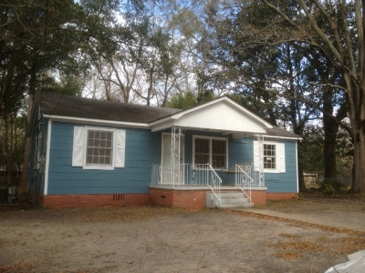 House for rent in Mobile. Single Car Garage!