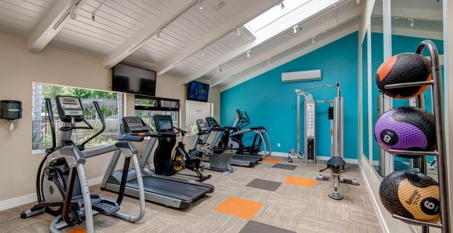 1 Bedroom Apartment In Huntington Beach Parking Available