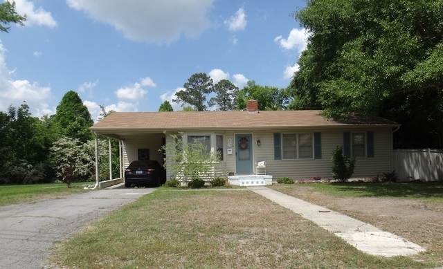 House for rent in JACKSONVILLE. Single Car Garage!