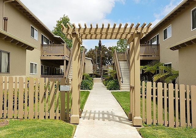 3 bedrooms Apartment - Welcome to eaves Mission Ridge. Parking Available!