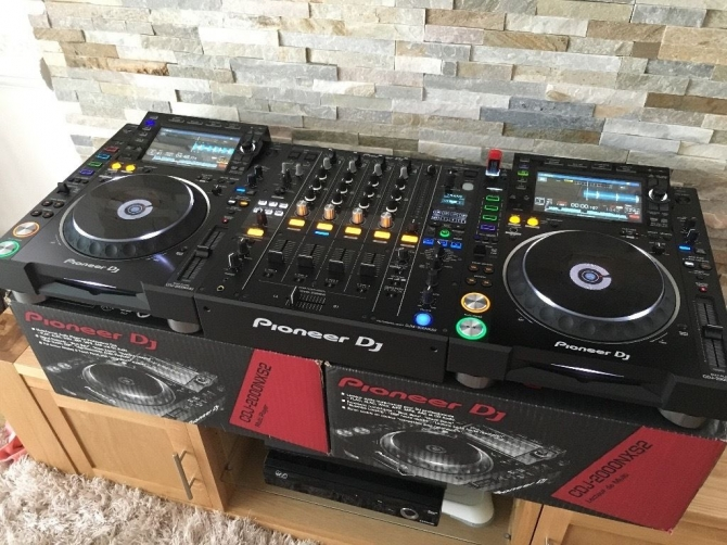 For Sale Pioneer CDJ 2000 NEXUS   CDJ-900  DJM-900 Nexus