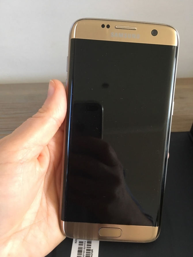 SAMSUNG GALAXY S7 EDGE GOLD SMARTPHONE FOR VERY CHEAP