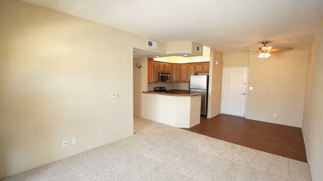 Over 649 sf in North Hollywood. Pet OK!
