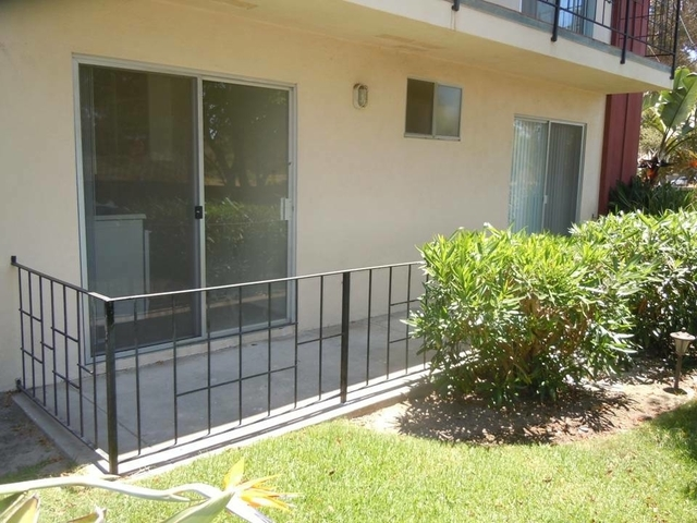2 bedrooms Apartment - This spacious 2BR2BA downstairs unit features updated baths. Offstreet parki