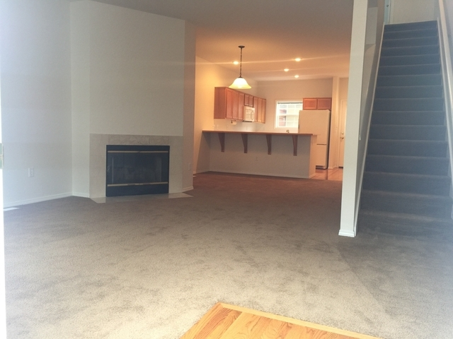 Gorgeous Johns Landing Colonian-style Townhome Withall Appliances  Fireplace! 92 Bikescore