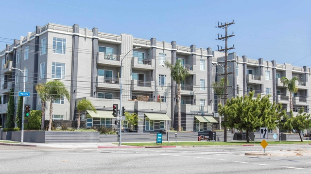 Bright Los Angeles, 2 bedroom, 2 bath for rent