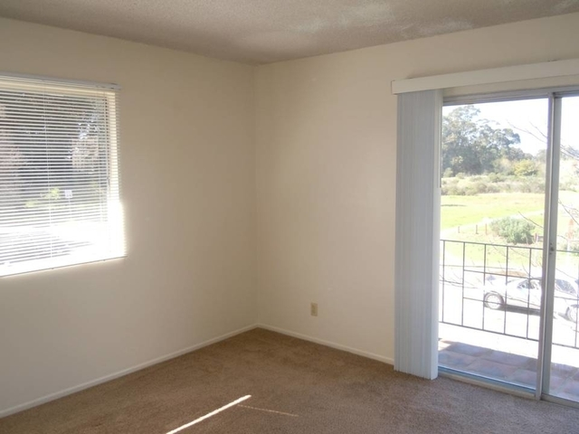 Apartment in move in condition in Goleta. Parking Available!