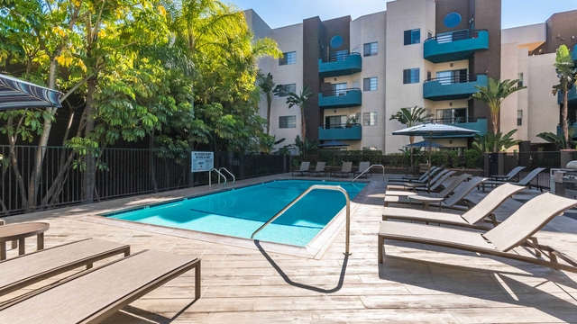 North Hollywood - 2bd2bth 890sqft Apartment for rent. Pet OK!