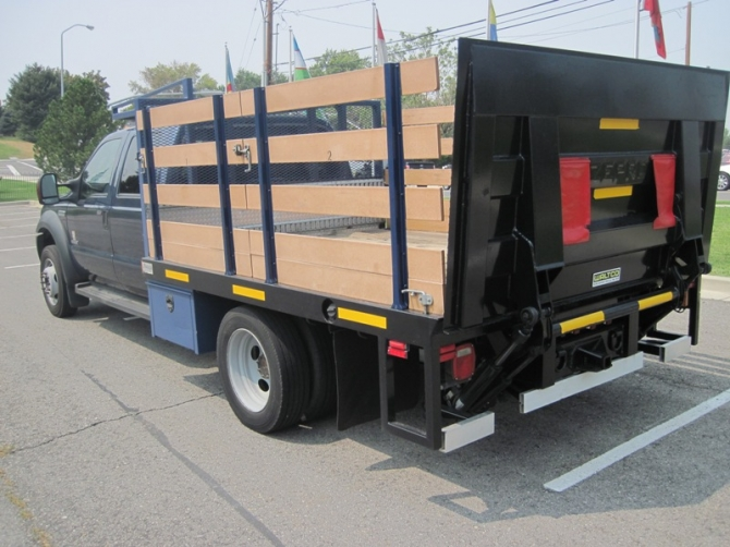 Ford F-550 Flat Bedstake Bed
