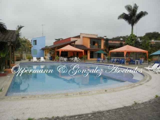 Farm with guesthouse for sale in Manta.