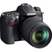 Nikon D7000 Digital SLR Camera with Nikon AF-S DX 18-105mm lens (Black)